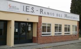 fachada de uno de los institutos  quepodrian ser cerrados